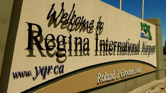 L'aéroport international de Regina en été.