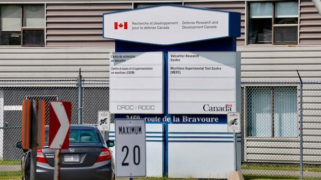 Affiche du centre de Recherche et développement pour la défense Canada.