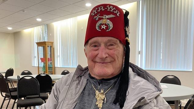Frank Atchison marche de Saskatoon à Regina, à 94 ans.