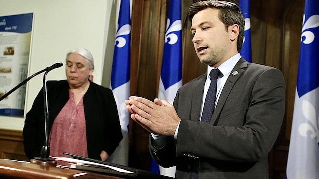 Manon Massé et Gabriel Nadeau-Dubois en conférence de presse.