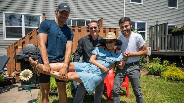 Alexis Dubé, Simon Gauvin et Joel Dubé soutiennent Martine Paquet.