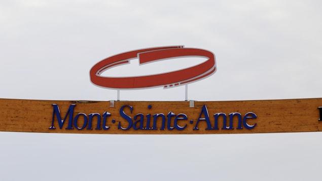 L'enseigne du Mont-Sainte-Anne.
