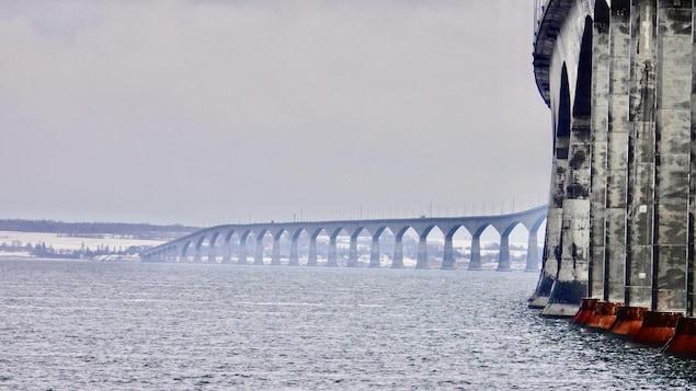 Le pont de la Confédération à l'Île-du-Prince-Édouard, en janvier 2021.