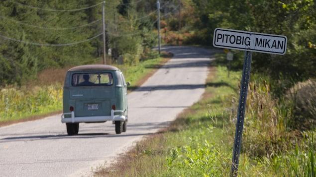 Un panneau dans la communauté autochtone anichinabée de Kitigan Zibi, au Québec.