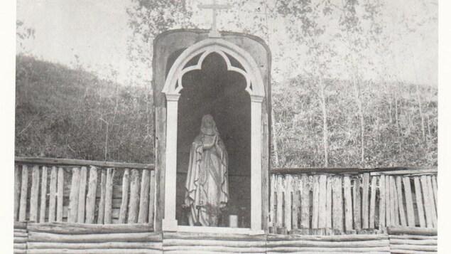 La grotte à Notre-Dame de Lourde construite par le frère Piquet entre 1887 et 1907.