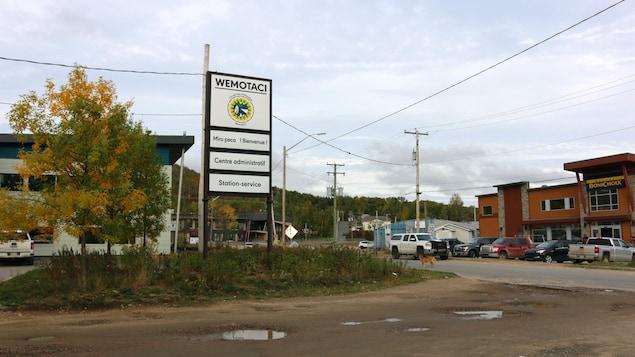 Une rue de la communauté atikamekw de Wemotaci, en Haute-Mauricie.