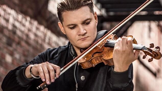 Alexandre Da Costa joue au violon