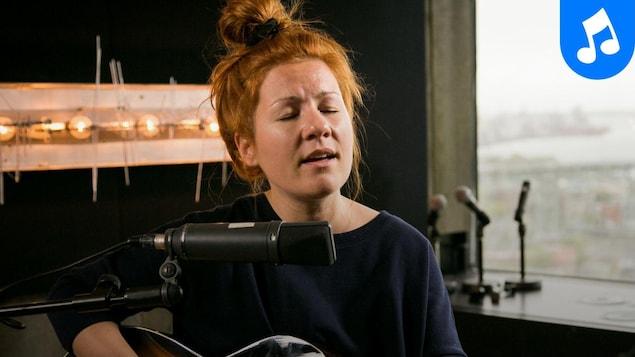 Chantal Archambault interprète Dos d'âne au studio 90