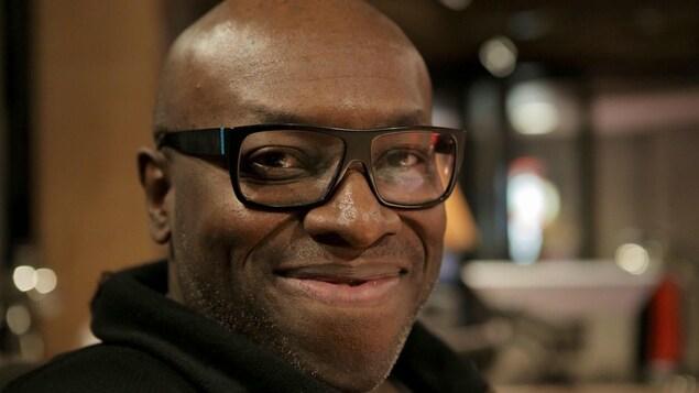 Didier Lucien souriant.