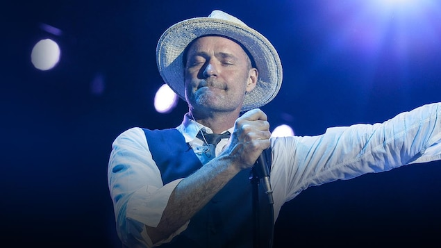 Gord Downie, des Tragically Hip, en spectacle.