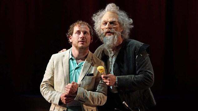 Deux hommes déguisés, un en Don Quichotte, l'autre en Sancho Pança