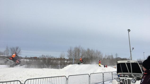 Malgré un froid polaire, le deuxième Grand prix snowcross se déroule comme prévu à Shawinigan.