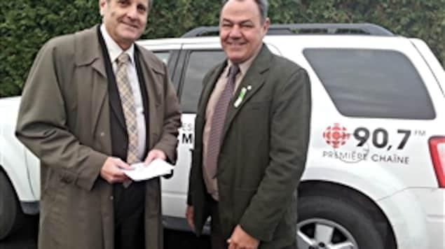 Le candidat à la mairie de Gatineau, Jacques Lemay, s'apprête à prendre la route avec Michel Picard.