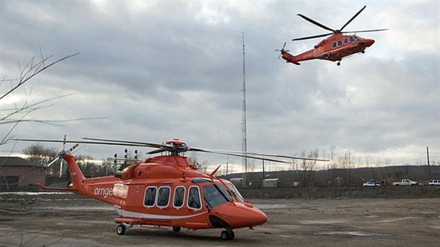 Des hélicoptères du service Ornge d'ambulances aériennes de l'Ontario.