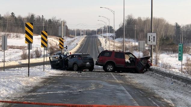 Les deux véhicules entrés en collision sur l'autoroute 50.