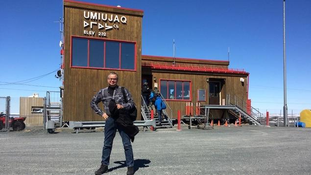 Normand Voyer à l'aéroport d'Umuijaq