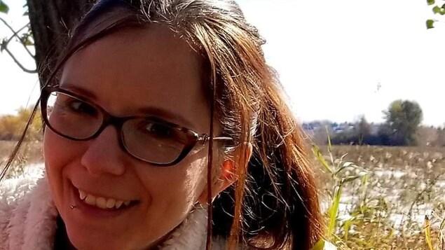 Alexandra Nowak à l'extérieur.