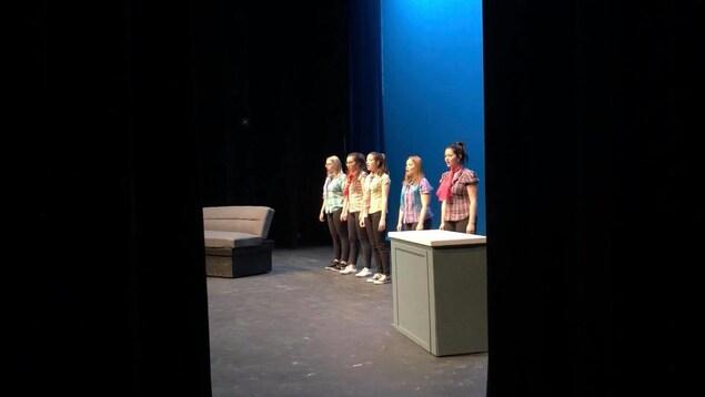 Des étudiantes en chant au Département de musique de l'Université de Moncton.