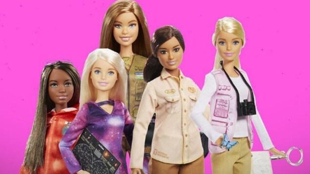 Une nouvelle collection de poupées Barbie. Cinq barbies de la collection en hommage à des femmes inspirantes.