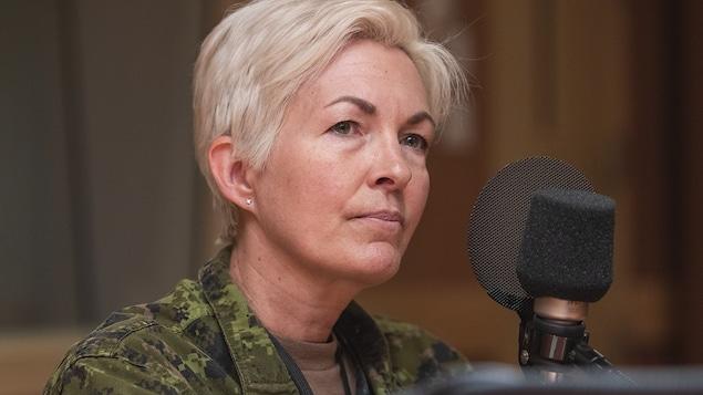 Jennie Carignan au micro de Stéphan Bureau.