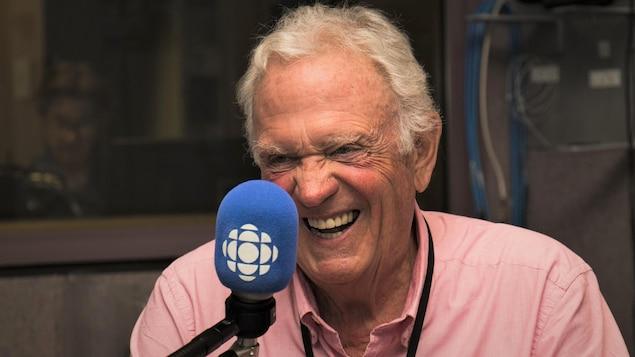 Pierre Marcotte rigole pendant l'entrevue accordée à Stéphan Bureau.