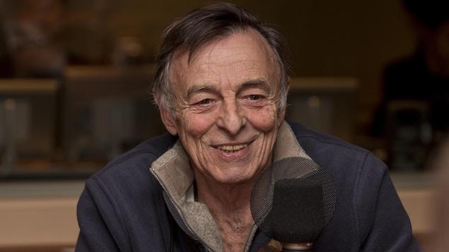 Portrait dans un studio de radio.