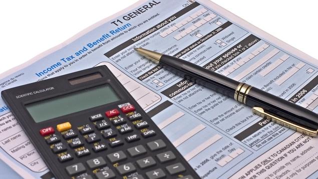 Un formulaire de déclaration de revenus du Canada vierge.