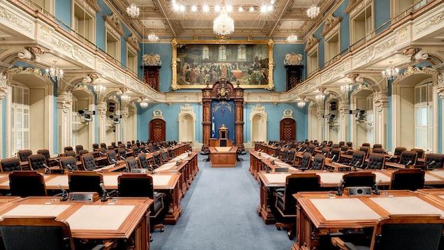 La grande salle du salon bleu est vide.