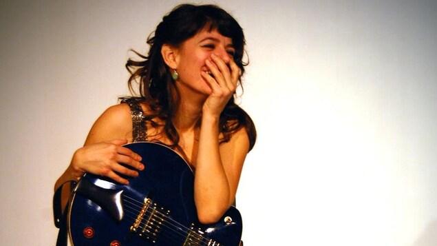 L'auteure-compositeure-interprète albertaine Ariane Mahrÿke Lemire.