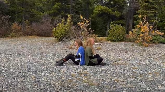 Lorène Charmetant et Malorie Gendreau de l'ensemble Véridis du Yukon.
