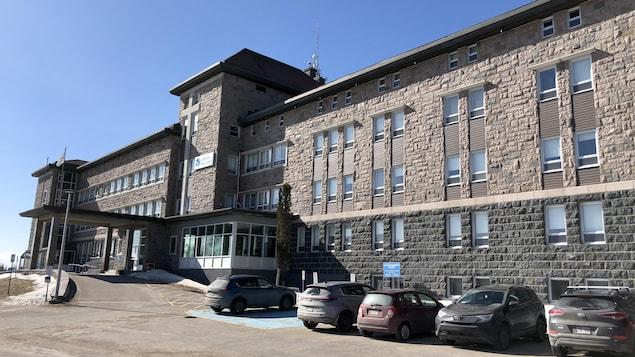 Les cours de l'UQAR seront offerts dans le Cégep de Baie-Comeau (archives). La façade du Cégep de Baie-Comeau.