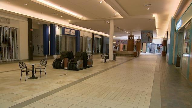 Le centre commercial Fleur de Lys à Québec, complètement désert lors de la pandémie de la COVID-19 en mars 2020.