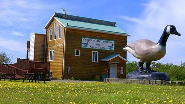 Le Centre d'interprétation des marais salés de Longue-Rive, sur la Côte-Nord.