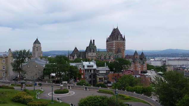 Vue du Château Frontenac en été, à Québec