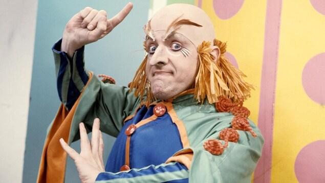 Le professeur Mandibule, incarné par Marcel Sabourin, dans l'émission <i>La ribouldingue</i> en 1967.