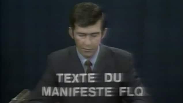 L'annonceur Gaétan Montreuil lisant le Manifeste du PLQ le 8 octobre 1970.
