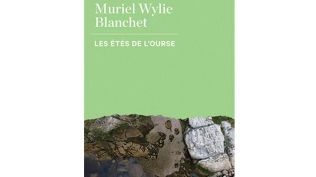 La couverture du livre 'Les étés de l'ourse' de Muriel Wylie Blanchet.