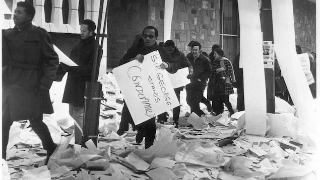 STUDENTS OUTSIDE SIR GEORGE WILLIAMS UNIVERSITY DURING STUDENT UPRISING, FEB. 11, 1969. (COPYRIGHT - THE GAZETTE)