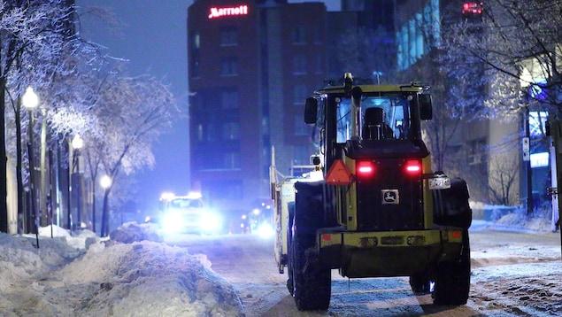 De la machinerie employée au déneigement des rues de la ville de Québec.