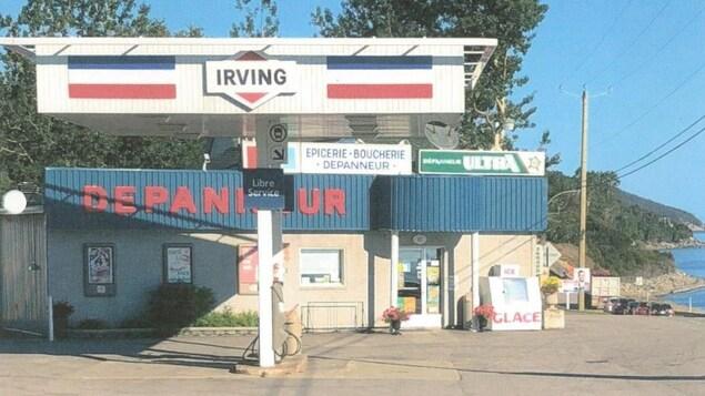 Le dépanneur et la station d'essence Irving de Franquelin, sur la Côte-Nord