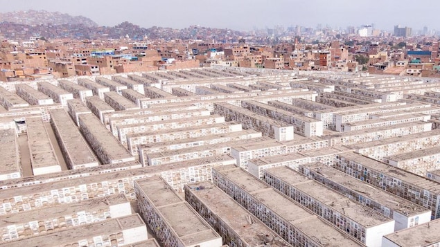 Vue aérienne du cimetière El Angel à Lima, au Pérou.