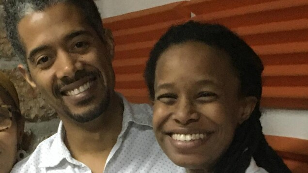 Vélina Charlier (D) et Gilbert Mirambeau (G), du mouvement citoyen haïtien Nou Pap Domi.