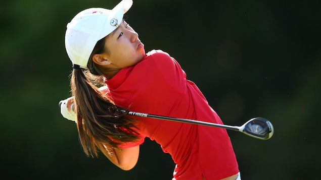Michelle Liu avec son bâton de golf