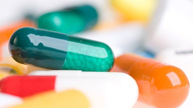 Des pilules d'antibiotiques