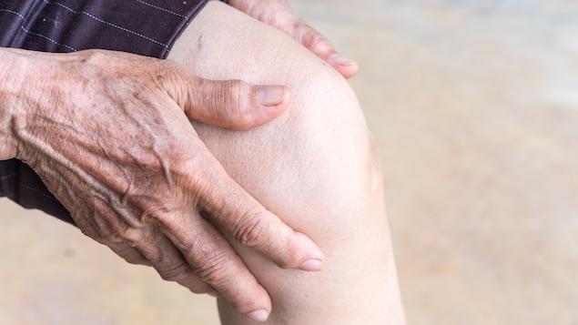 De nombreux Canadiens souffrent d'arthrite.