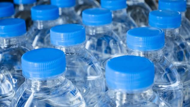 La différence de prix entre l'eau en bouteille et l'eau du robinet est astronomique, dit Mathieu Bergeron.