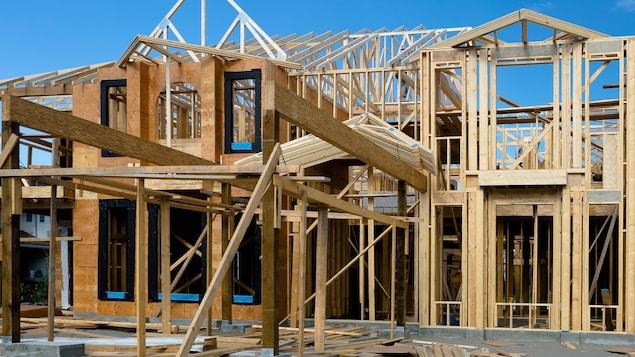 Au Québec, un prometteur immobilier qui bâtit des condos n'est pas obligé d'exercer une surveillance sur son chantier.