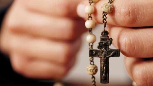 La croix serait particulièrement efficace pour effectuer les rites d'exorcisme.