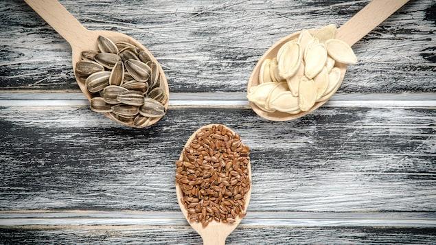 Des graines de tournesol, de citrouille et de lin