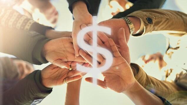 Un groupe de gens joignent leurs main au-dessus du symbole du dollar